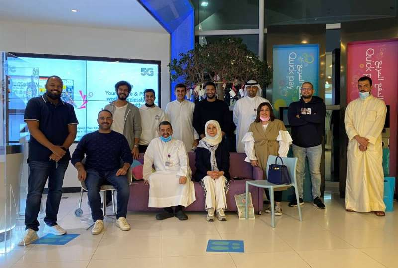 Iman Al-Roudhan is mediated by Hamad Qalam and the Zain team during the ceremony
