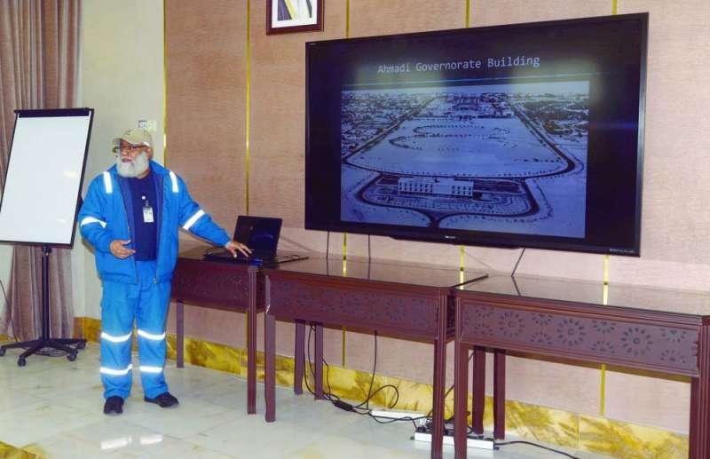 خالد الفيلكاوي يقدّم عرضاً تعريفياً للوفد