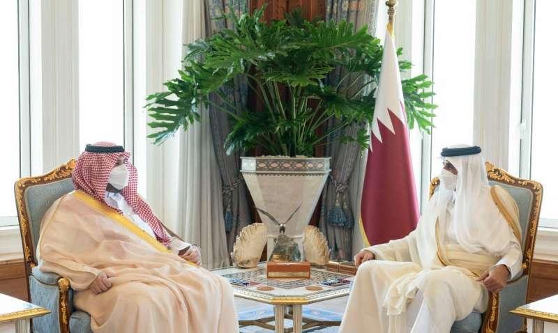 Sheikh Tamim receiving Prince Turki bin Mohammed