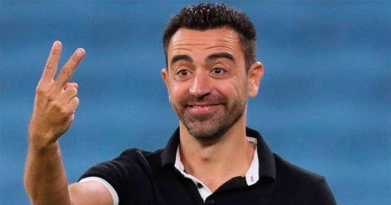 برشلونة يتفق مع تشافي.. لتدريب الفريق
